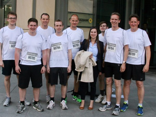 """Im Team ans Ziel"" – JP Morgan-Firmenlauf 2015"